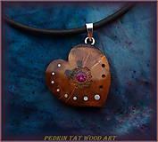 Náhrdelníky - 441. Drevený náhrdelník - synt. RUBÍN - SLIVKA - koren - 5479745_