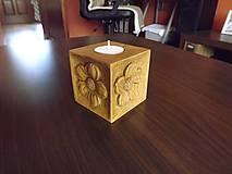 Svietidlá a sviečky - Drevený svietnik kvetinky - 5487891_