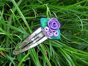 Ozdoby do vlasov - ZDARMA Pukačka s ručne modelovaným vzorom (Fialové ružičky - sponky č.68) - 5489724_