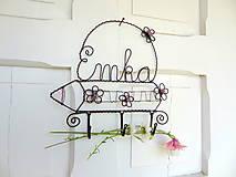 Dekorácie - rozkvitnutá pastelka...vešiak s menom do detskej izby - 5493644_