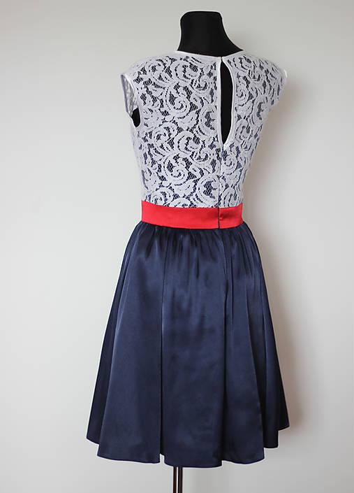 Korzetové šaty s krajkou a polkruhovou sukňou   Dyona - SAShE.sk ... 55022635e89