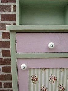 Nábytok - Nočný stolík Green and Pink :) - 5502904_