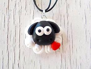 Náhrdelníky - cierna ovca rodiny-privesok - 5504174_