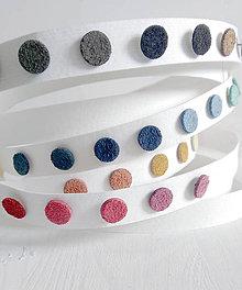 Náušnice - Chlpaté kožené bodky / napichovačky (13 farieb) - 5521669_