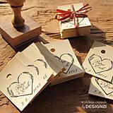 Darčeky pre svadobčanov - Levanduľové srdiečko, pečiatka 4x4 cm - 5538677_