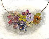 kvetinový náhrdelník keď slnko zapadá