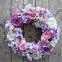 Dekorácie - Romantický fialkový veniec na dvere - 5558376_