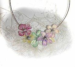 Náhrdelníky - púdrový kvetinový náhrdelník 3 - 5575467_