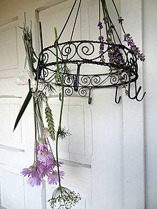 Dekorácie - keď voňajú bylinky...vešiak na bylinky... - 5577190_