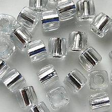 Korálky - Kocka plast 7,7mm-1ks - 5589715_