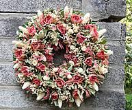 - Zvláštní růžovooranžové růžičky - 5592154_