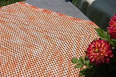 Úžitkový textil - Marhuľová  melírovaná štvorcová háčkovaná dečka - 5592530_