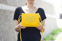 - Malá žlutá se stříbrnými kroužky - 5595986_