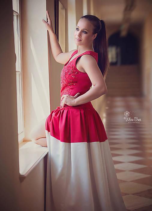 3a7c39b75d2e Spoločenské  Plesové šaty s vyšívaným korálovým živôtikom ZĽAVA ...