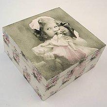 Krabičky - Krabička - Dievčatko s bábikou - 5608611_