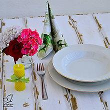 Darčeky pre svadobčanov - Sviečka s vôňou medu - 5619162_