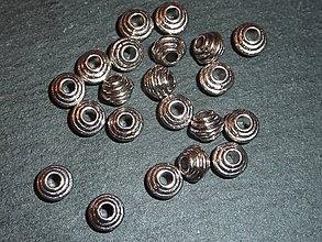 Korálky - Kovová korálka J 6x6 - 5622451_
