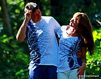 Tričká - Dámske a pánske tričká párové s motívom stromov, batikované a maľované PREPLETENÍ - 5630739_