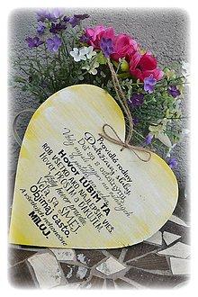 Dekorácie - Srdce s nápisom v žltom šate - 5637509_