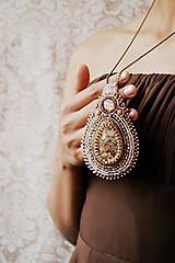 - Amulette de Serpentin  - vyšívaný náhrdelník - 5658951_
