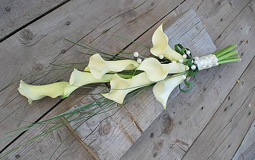 Svadobná kytica - zväzok bielych kál
