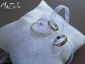 Prstene - svadobný vankúšik so štrasovým srdiečkom - 5664713_