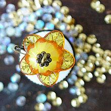 Šperky - unisex brošňa z nábojnice a plastového kvetu - 5674954_