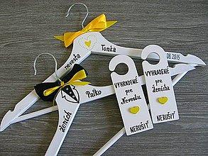 Dekorácie - sada vešiakov a ceduliek žlto-čierne - 5687949_