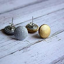 Náušnice - Náušnice zapichovačky z buttonov Zlato a Striebro 13 mm v cene 2 páry - 5691713_