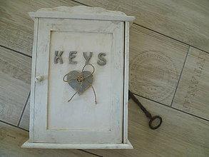 Nábytok - Klúčová skrinka Keys :) -aj s inym nápisom! - 5697517_
