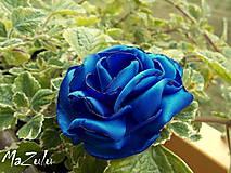 kvet v kráľovskej modrej