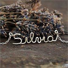 Náhrdelníky - Náhrdelník s menom z postriebreného drôtu: 6-8 písmen (Silvia) - 5712332_