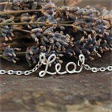 Náhrdelníky - Náhrdelník s menom z postriebreného drôtu - do 5 písmen (Lea) - 5712501_