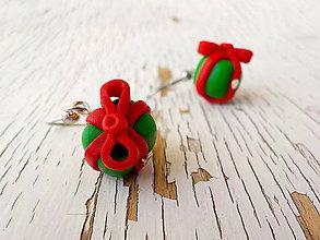 Náušnice - zelene darceky s cervenou maslou - 5713656_