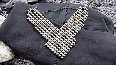 Náhrdelníky - Náhrdelník ROCK pyramid ANTRACIT - 5716872_