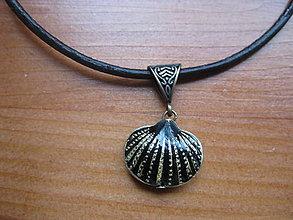 Náhrdelníky - Krátky náhrdelník s mušľou č.1450 - 5719861_
