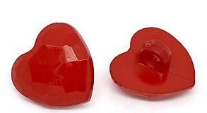 Plastový gombík červené srdiečko
