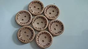 Galantéria - Drevený gombík HANDMADE WITH LOVE 2cm - 5723508_