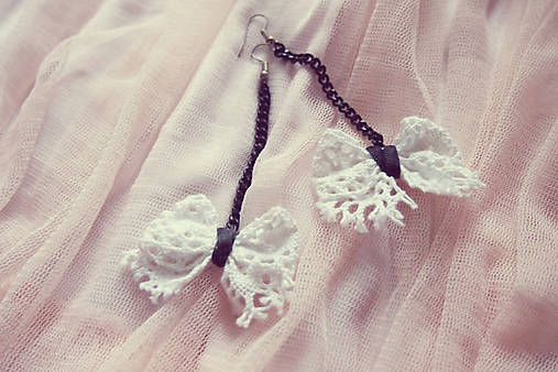 Biele čipkové mašličky-náušnice :)