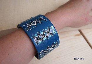 Náramky - Drevený šperk - Náramok modrý vyšívaný do dreva - 5728953_