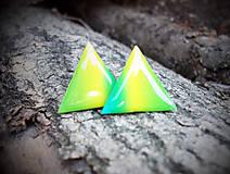 Trojuholníky 20 mm dúhové (zeleno-žlté)