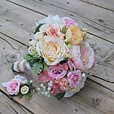 Nežná marhuľková svadobná kytica pre nevestu