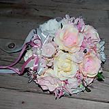Jemná krémovo-ružová kytička