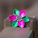- Rozkvetlá květina - 5740365_