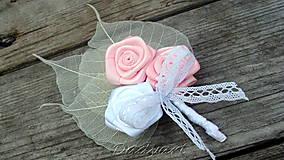 Svadobné pierko - Ruže v lístkoch