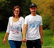 Dámske a pánske tričká párové s folk motívom kolovratu a valašky, maľované VRETIENKO MI PADÁ...