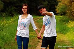 Topy, tričká, tielka - Dámske a pánske tričká párové s folk motívom kolovratu a valašky, maľované VRETIENKO MI PADÁ... - 5778069_