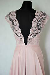 Šaty - Spoločenské šaty s kruhovou sukňou v púdrovej ružovej farbe - 5779002_