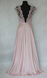 Šaty - Spoločenské šaty s kruhovou sukňou v púdrovej ružovej farbe - 5779003_