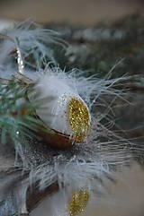 Dekorácie - Oriešok zlaté períčko - 5792242_